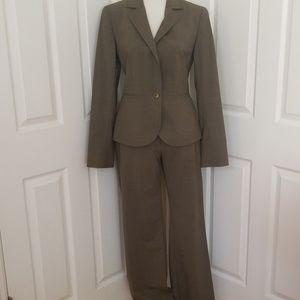 Lafayette 148 New York suit size 4